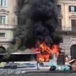 """Roma, Autobus Atac in fiamme, """"Manca manutenzione"""""""